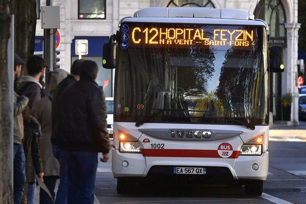 Bientôt des bus TCL pour rejoindre facilement, et pour moins cher, l'aéroport de Lyon Saint-Exupéry ? Photo d'archives.