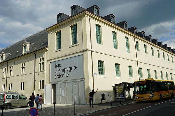 Le FRAC Champagne-Ardenne se situe dans l'Ancien Collège des Jésuites de Reims.