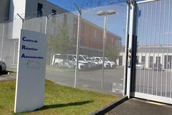 Un affrontement a opposé migrants et policiers au centre de rétention administrative (CRA) de Rennes, vendredi 30 juillet, dans un contexte de fortes tensions.