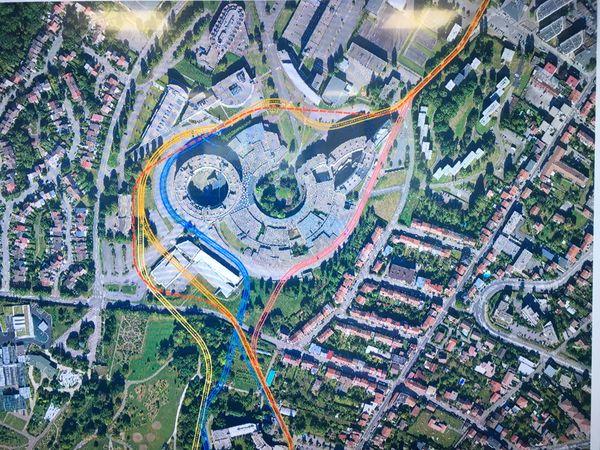 """L'état des tracés évoqués lors de l'enquête publique du nouveau tramway du Grand Nancy. Ancien tracé (""""viaduc"""") en pointillés rouges, nouveau tracé en traits bleus."""