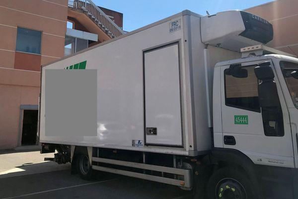 Montpellier : des cadavres conservés dans un camion réfrigéré sur le parking du CHU, faute de place à la morgue - 16 juillet 2019.