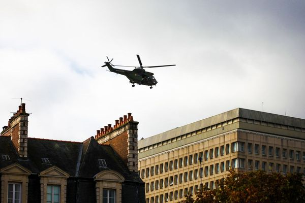 Un exercice d'héliportage de troupes d'intervention dans le centre-ville de Rennes