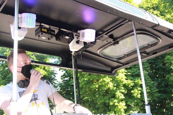 Le Mix'n Truck en version podium DJ