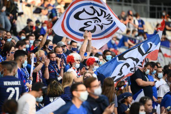 Les supporters français étaient de retour, mardi 8 juin, au Stade de France, pour le dernier match de préparation des Bleus avant le début de l'Euro, vendredi 11 juin.