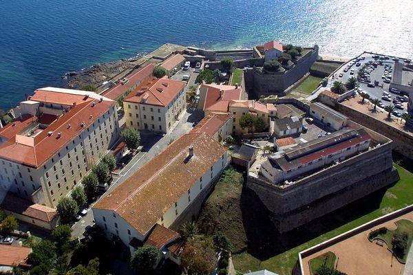 La citadelle d'Ajaccio a été officiellement rétrocédée à la ville en juillet 2019 par le Premier ministre, Édouard Philippe.