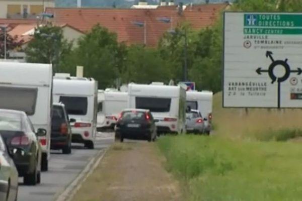 Arrivée massive de caravanes.