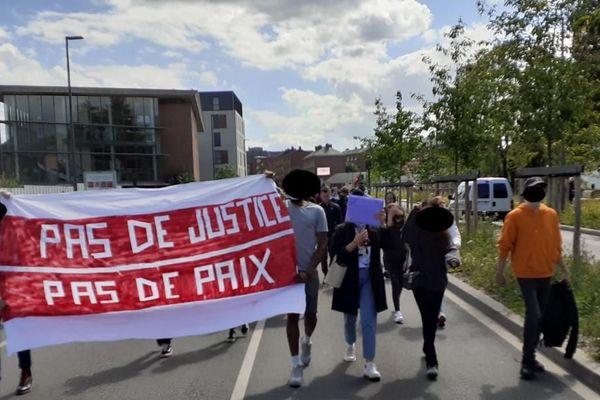 Le cortège est parti du quartier Guynemer à Amiens pour se diriger vers le centre-ville pour dénoncer le racisme et les violences policières.