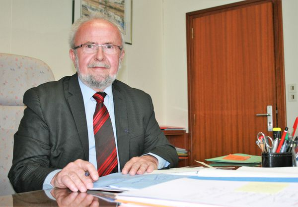 Michel Le Scouarnec, dans ses fonctions d'ancien maire communiste de la ville d'Auray