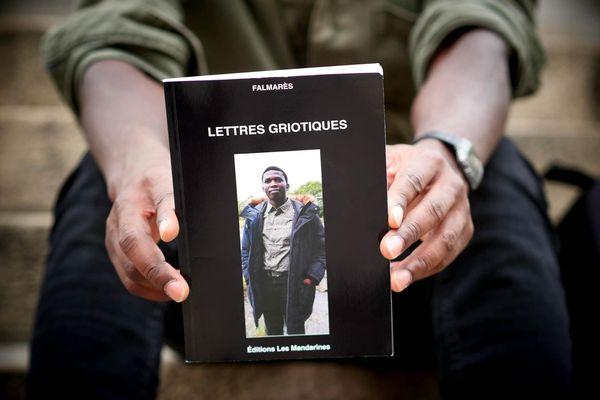 """""""Lettres Griotiques"""", le troisième recueil de poésie du jeune exilé guinéen est sorti au mois de septembre."""