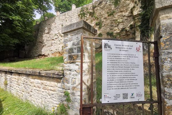 Le chantier des remparts de Vézelay.