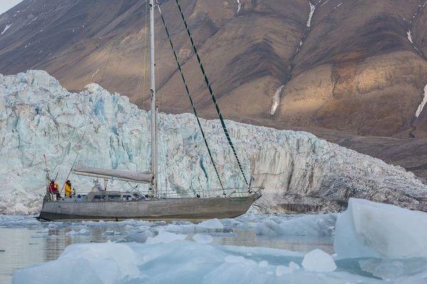 Le Northabout, capable de fendre la glace, lors d'une précédente expédition en 2017