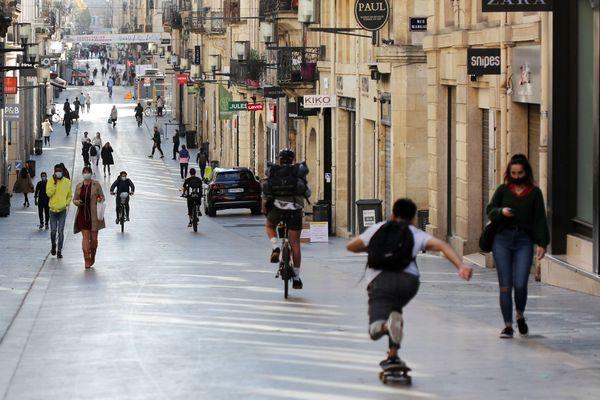 Les commerçants de la région (ici, la rue Sainte Catherine de Bordeaux) attendent le feu vert pour leur réouverture.