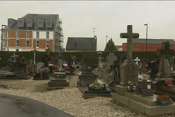 Véritable lieu de mémoire du bombardement du 8 mai 1944, le cimetière de Bruz pourrait être transféré.