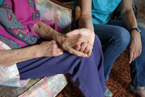 Plus de 4 millions de Français accompagnent aujourd'hui un proche âgé
