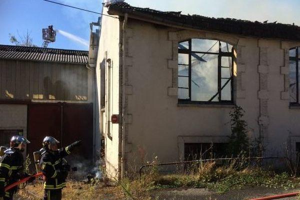 Le feu s'est déclaré dans une ancienne usine de Bourges (Cher)