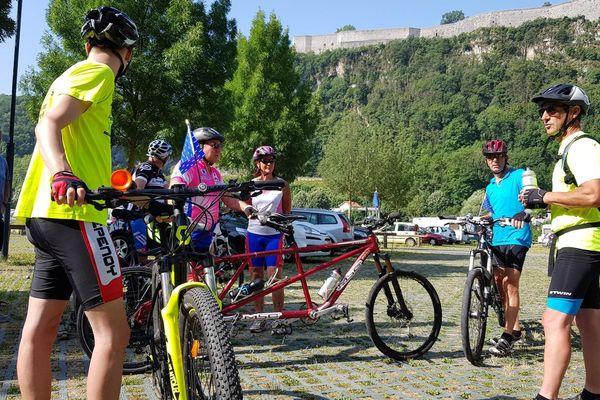 Ce dimanche 30 juin, une vingtaine de cyclistes valides et handicapés se sont retrouvés pour une entraînement. Dans un mois ils entameront un défi : 1000 kilomètres en deux semaines, de Besançon au Croisic, en Bretagne.