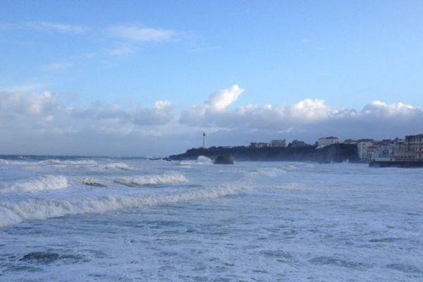 Les vagues devraient atteindre 5 à 6 mètres au large du Pays basque