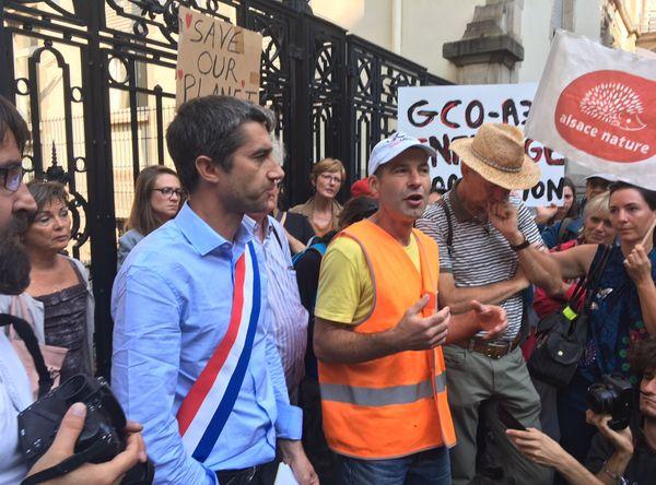 Le député François Ruffin, député de la France Insoumise, aux côtés des opposants au GCO