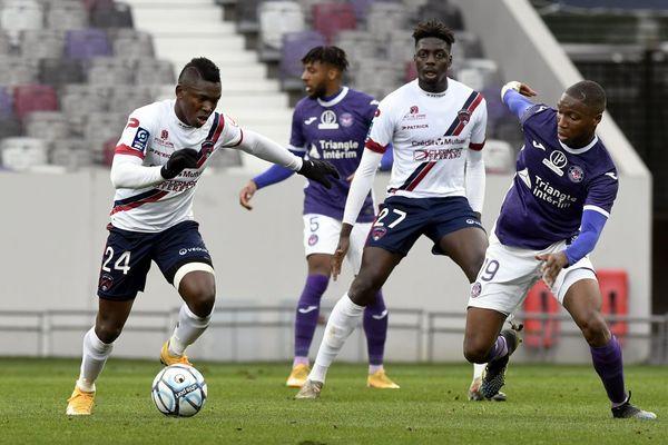 Clermont s'incline face à Toulouse mais reste en course pour la montée en Ligue 1
