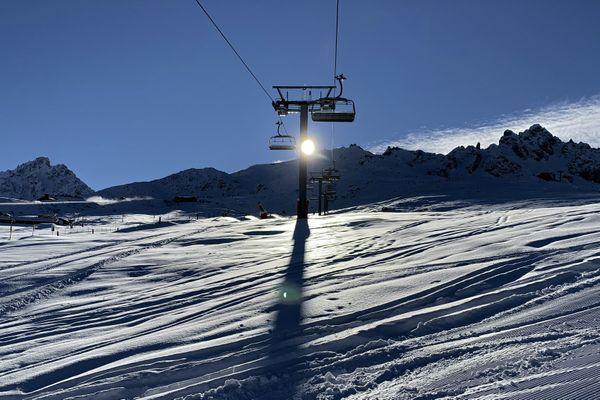 Les télésièges vides de la station de Courchevel (Savoie) le 13 décembre 2020 pendant le deuxième confinement.