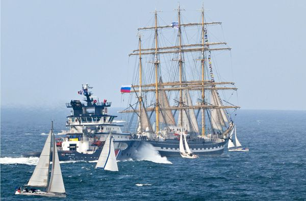 Grandes et petites unités dans la rade de Brest