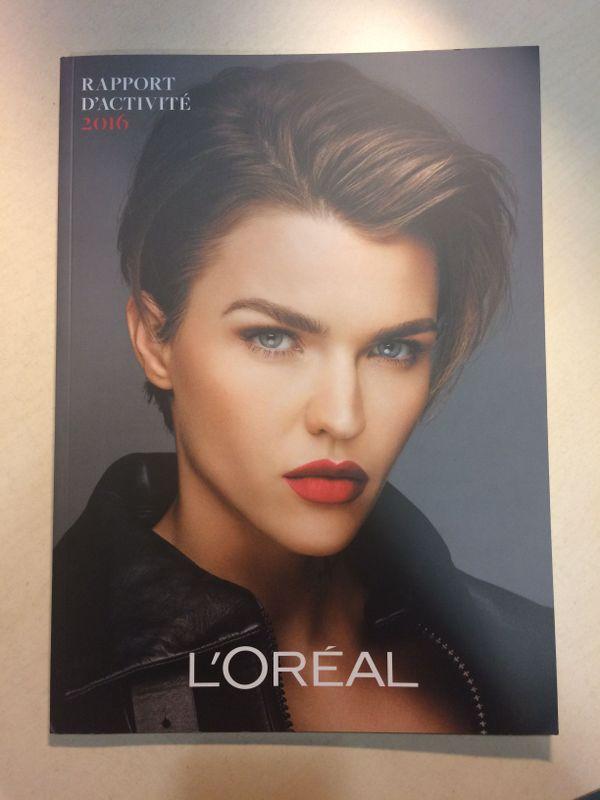 Un magazine de mode ? Non juste le dossier de presse de L'Oréal.