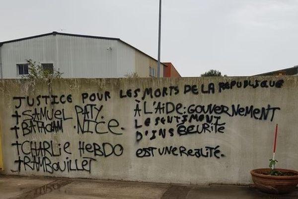 Une dizaine d'inscriptions racistes ont été retrouvées sur les murs de ce centre de formation