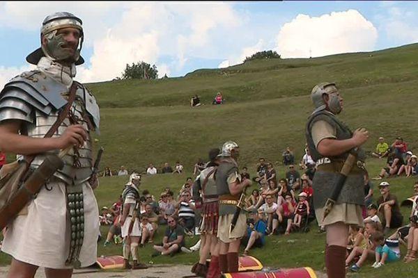 Reconstitution historique d'un camp militaire romain : c'est le spectacle organisé au théâtre gallo-romain de Mandeure, à l'occasion des journées nationales de l'archéologie