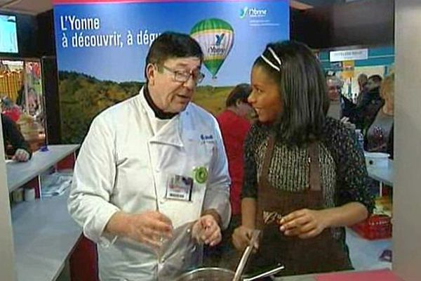 Murielle Rousselin et Jean-Pierre Vaury, chef cuisinier de Saône-et-Loire, au salon de l'agriculture 2015