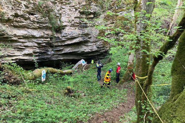 C'est dans ce gouffre bien connu des spéléologues que l'homme a fait une chute de cinq mètres sur le dos ce samedi après-midi.