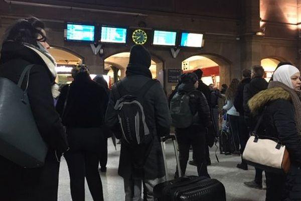 De nombreux voyageurs sont restés bloqués en gare de Strasbourg.