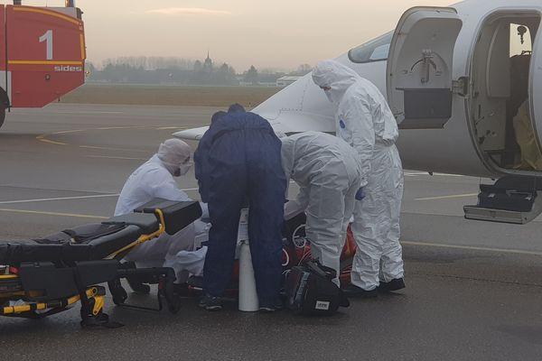 Un malade du CHU de Besançon quitte l'aéroport de Dole Tavaux.
