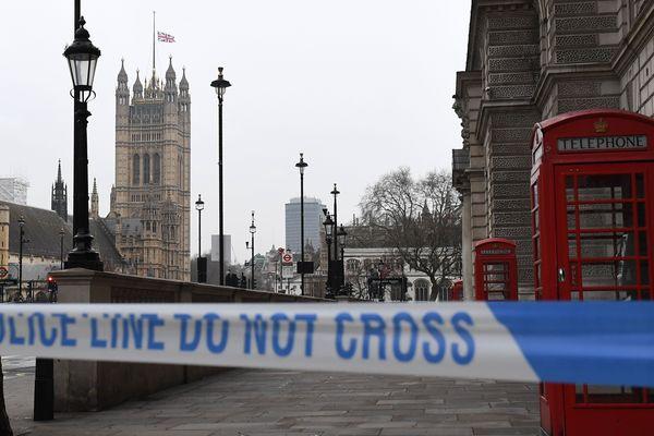Le périmètre de sécurité autour du pont et du palais de Westminster à Londres.