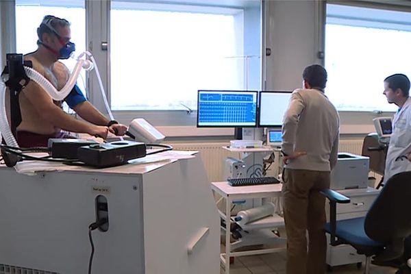 Le Docteur Samuel Vergès dans le laboratoire HP2