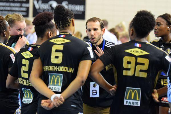 Pablo Morel, ici avec son ancienne équipe d'Issy-Paris, en avril 2016, est le nouvel entraîneur de l'équipe de Celles-sur-Belle