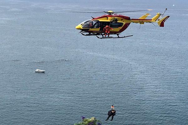 Banyuls-sur-Mer (Pyrénées-Orientales) : un randonneur hélitreuillé après avoir passé la nuit blessé en contrebas d'un sentier maritime - 21 mai 2020.