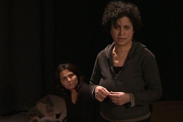 """Extrait de """"Des Syriennes hors des ténèbres"""", une pièce de théâtre jouée par des Syriennes qui ont vécu la guerre en Syrie - 4 mars 2017"""