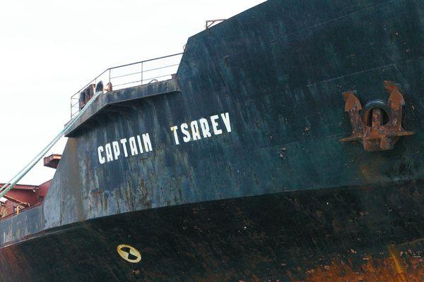 Le Captain Tsarev, dans le port de Brest, en 2009.