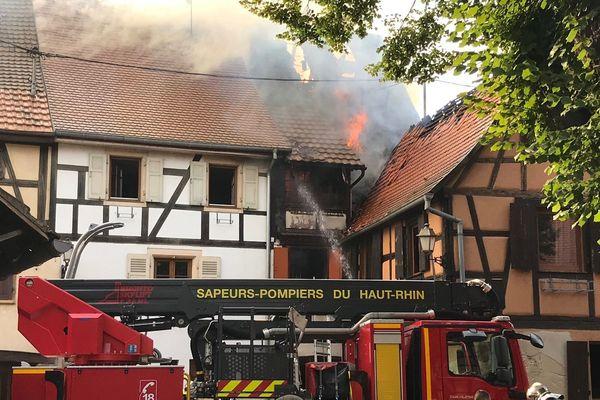 L'incendie a dévasté une maison du centre historique de Rouffach (Haut-Rhin).