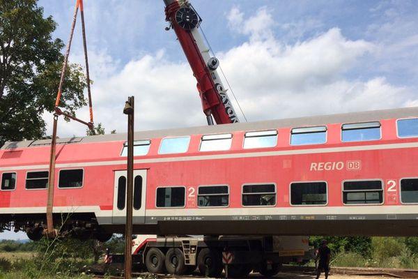 Un wagon à étage de la Deutsche Bahn est arrivé dans l'ancienne gare de Dracy-Saint-Loup, en Saône-et-Loire, où il accueillera des séminaires d'entreprises.