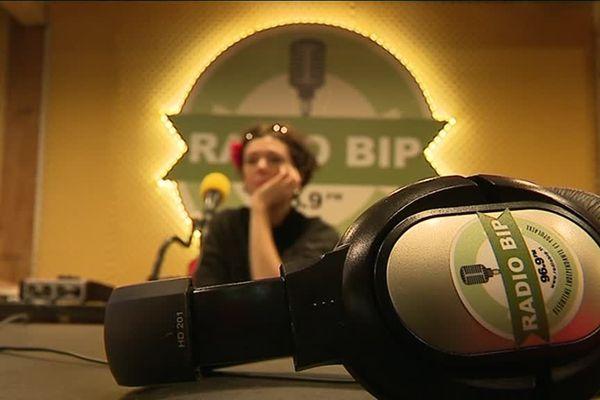 Son esprit rebelle et militant est présent sur les ondes bisontines depuis 1977. Gros plan sur Radio B.I.P