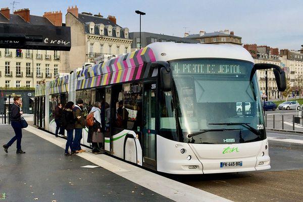 Un e-Busway de Nantes, contruit par les industriels suisses Hess et ABB à la station Duchesse Anne