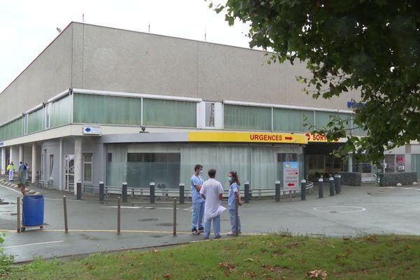 Les urgentistes de l'hôpital de Saint-Brieuc sont en grève illimitée mais continuent à prendre en charge des patients.