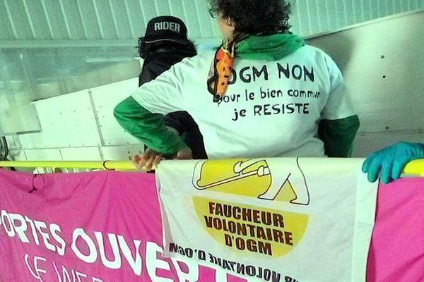Trèbes (Aude) - une centaine de Faucheurs volontaires occupent l'usine Monsanto - 17 mai 2019.