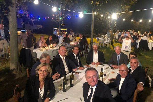 Tous les candidats à l'investiture de la droite réunis aux côtés de responsables LR à Nîmes le 9 septembre 2021