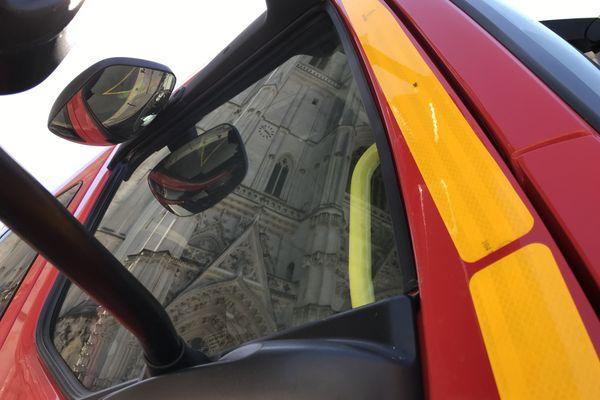 Un incendie à la cathédrale de Nantes, les pompiers sont sur place, le 18 juillet 2020