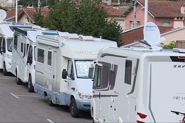 A Foix une aire de stationnement est réservée aux camping-cars.
