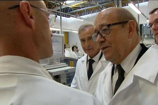 Le ministre de la Défense, Jean-Yves Le Drian en visite à Safran Fougères