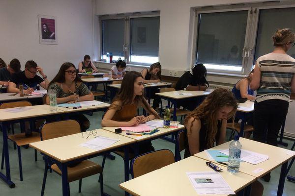 Au lycée Marc Bloch de Bischheim, les candidats planchent sur la première épreuve du bac, la philosophie.