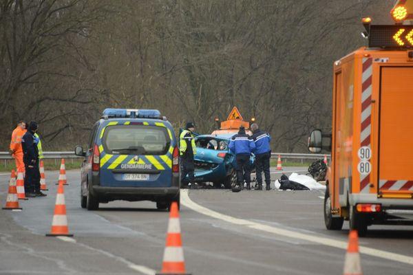 L'accident s'est produit sur la RN13, à hauteur de Saint-Acquilin-de-Pacy, dans le sens Pacy-sur-Eure/Evreux. Quatre personnes sont décédées.